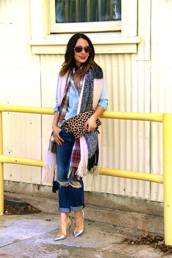 denim on denim, boyfriend jeans, blanket scarf