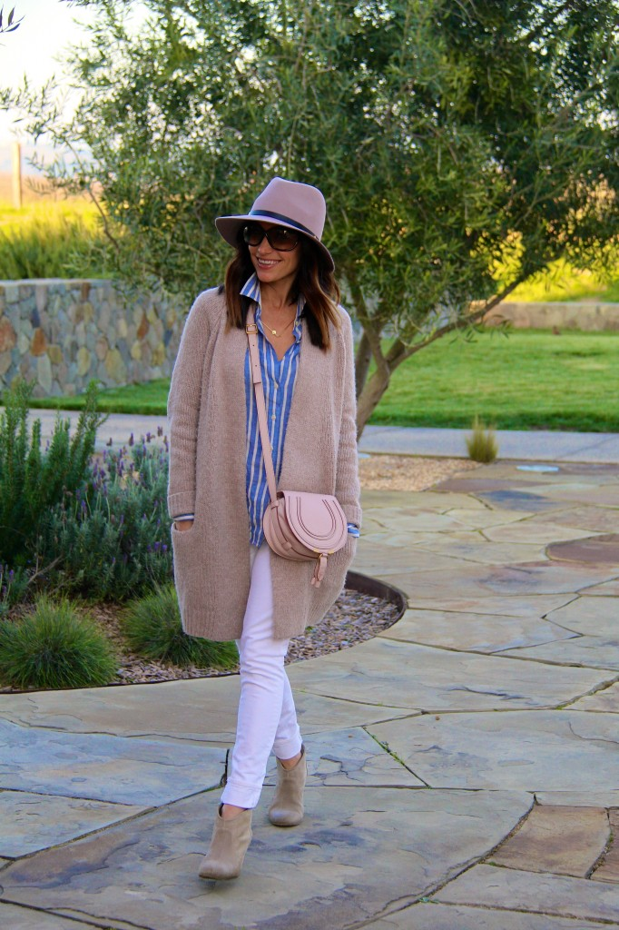 pink fedora, white denim, oversized sweater