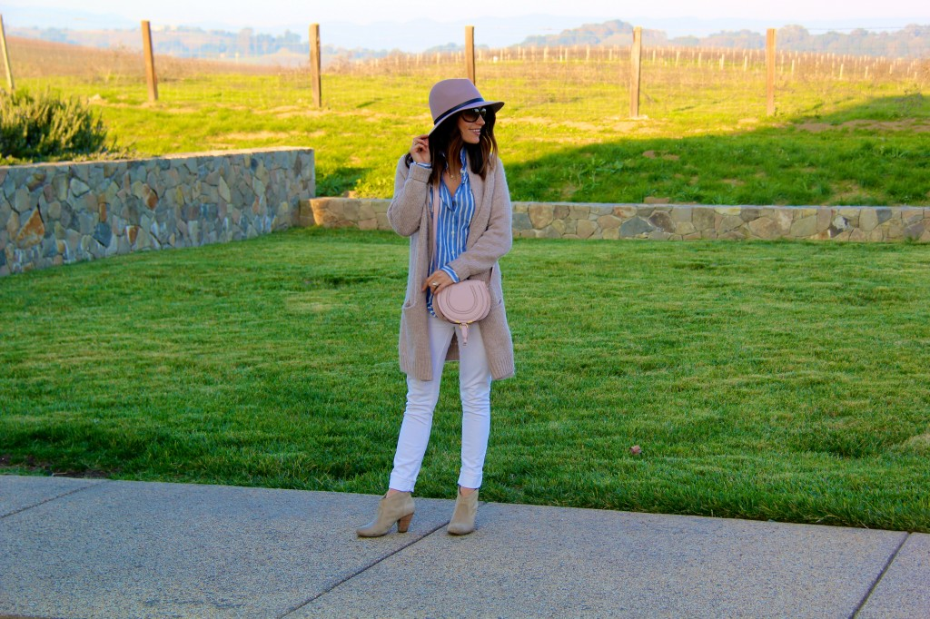 pink fedora, white jeans, oversized sweater
