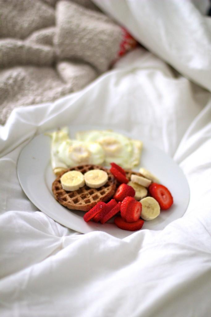 gluten free waffles and fruit, itsy bitsy indulgences