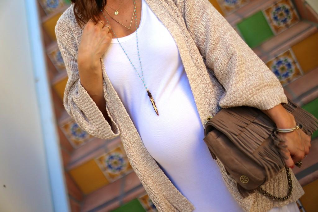 baby bump, neutral summer outfit, fringe purse, itsy bitsy indulgences