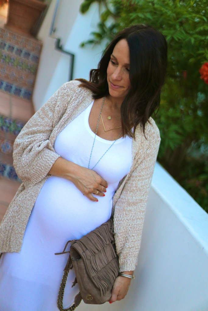 neutral summer chic dress, baby bump, pregnancy style, itsy bitsy indulgences