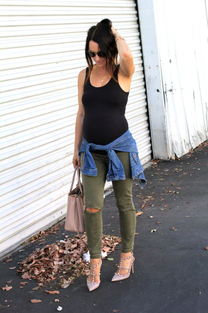distressed cargo jeans, pregnancy style, itsy bitsy indulgences
