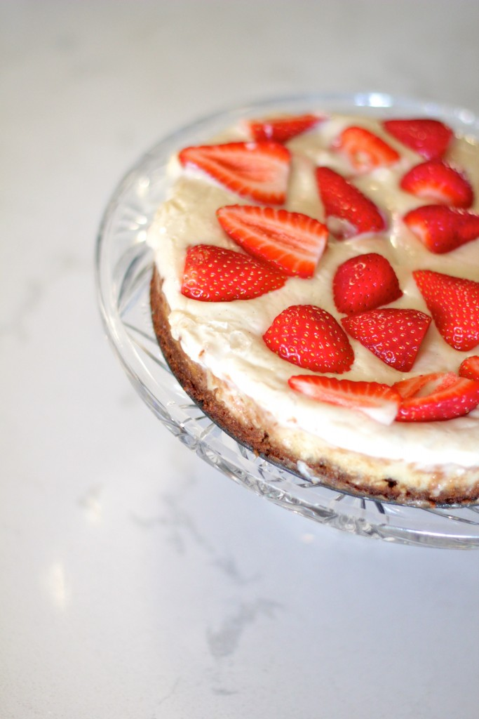 strawberry chocolate chip cheese cake, dairy free, gluten free, itsy bitsy indulgences