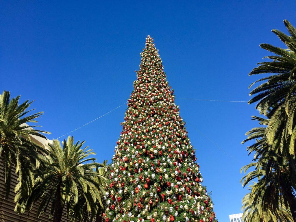 fashion island christmas tree,itsy bitsy indulgences